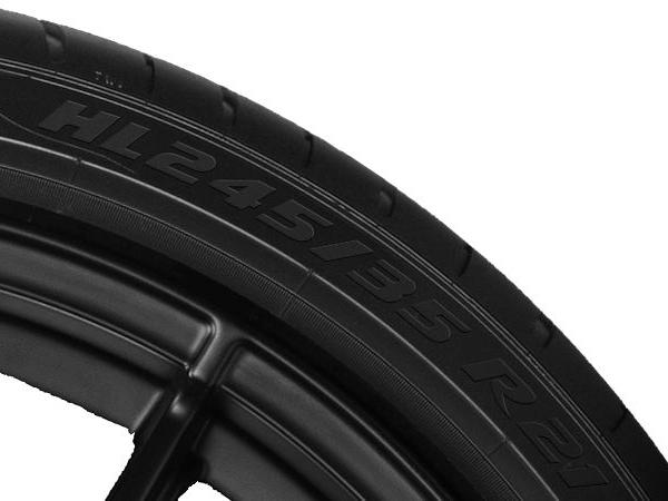 HL-Reifen könnten im Vergleich zu einem Standardreifen 20 Prozent mehr Gewicht tragen, sagt Pirelli, wo man das diesbezügliche Plus gegenüber einem XL- bzw. Extra-Load-Reifen der gleichen Größe mit immerhin noch bis zu neun Prozent beziffert (Bild: Pirelli)