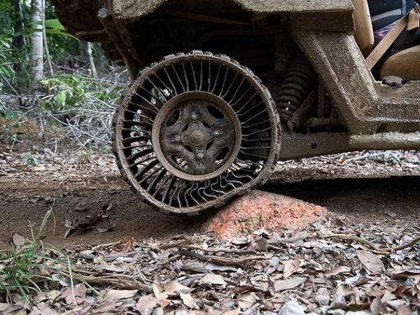 """Muss sich bei der US-Armee beweisen: Michelins Luftlosreifen """"Tweel"""" bei Tests in tropischen Gefilden (Bild: US Army)"""