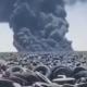 Seit 2007 soll es keine Exporte gebrauchter Reifen von Deutschland aus nach Kuwait gegeben haben, wo auf einem dortigen riesigen Altreifenlager jüngst eine größere Menge davon in Brand geraten zu sein scheint (Bild: YouTube/Screenshot)