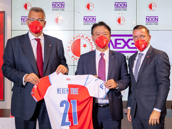 Über das Engagement bei dem tschechischen Klub SK Slavia Praha baut Nexen Tire sein Fußballsponsoring weiter aus (Bild: Nexen Tire)