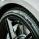 """Pirellis """"P Zero"""" mit Elect-Kennzeichnung ist in München unter anderem an Fahrzeugen wie dem Porsche Taycan, Ford Mustang Mach-E GT, Polestar 1, BMW iX sowie EQE von Mercedes-Benz zu sehen gewesen (Bild: Pirelli)"""