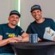"""Für die erste Fortsetzungsfolge von Metzelers """"Table-Talk""""-Reihe hat der Onlinemarketingmanager der Marke Michael Praschak (links) den Road-Racer Horst Saiger am Bilster Berg vor die Kamera geholt (Bild: Pirelli/Metzeler)"""
