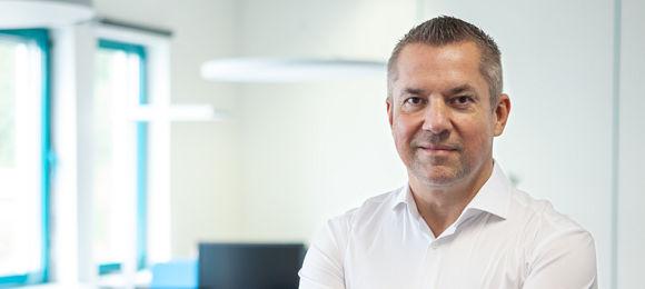 """""""Autobesitzer haben mittlerweile die klare Erwartung, Werkstätten jederzeit kontaktieren zu können"""", sagt Michael Saitow, CEO und Gründer der Saitow AG (Bild: Saitow AG)"""
