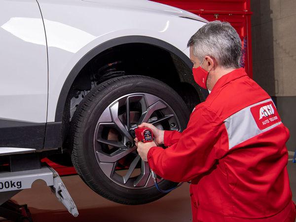 """Wer Wert auf Nachhaltigkeit lege und dabei Kosten sparen wollen, sei – so ATU mit Blick auf die laufende Umrüstsaison – mit runderneuerten Reifen gut beraten: Sie sollen """"den gewohnten Fahrkomfort und ein hohes Sicherheitsniveau"""" bieten (Bild: ATU)"""