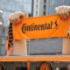 Seit Beginn der Conti-Partnerschaft mit der nordamerikanischen Major League Soccer (MLS) im Jahre 2010 sollen schon mehr als 250.000 Fanschals des Unternehmens unter die Leute gebracht worden sein (Bild: Continental)