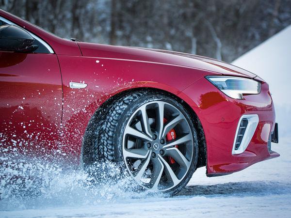 Zur diesjährigen Umrüstsaison bietet Opel Kunden wieder vier Winterkompletträder zum Preis von dreien an (Bild: Opel)