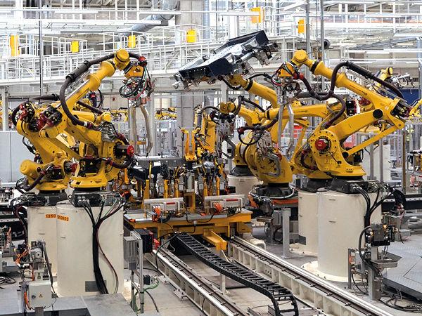 Durch den Halbleitermangel bedingte Produktionsstopps der Automobilindustrie belasten nicht zuletzt deren Zulieferer, würden bei ihnen bestellte Lieferungen laut der ArGeZ doch mitunter äußerst kurzfristig storniert (Bild: Volkswagen)